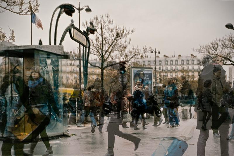 Série «Instants» Rencontre 18 Décembre, 2012, 3 tirages argentiques transparents, caisson bois retro-éclairé, 30 x 40 x 10 cm, ©Isabelle Millet