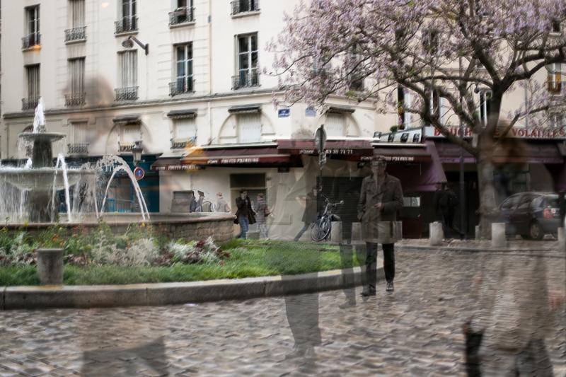 Série «Instants» Rencontre 23 Mai, 2013, 3 tirages argentiques transparents, caisson bois retro-éclairé, 30 x 40 x 10 cm, ©Isabelle Millet