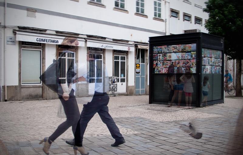Série «Instants» Rencontre 9 Aout, 2014, 3 tirages argentiques transparents, caisson bois retro-éclairé, 30 x 40 x 10 cm, ©Isabelle Millet