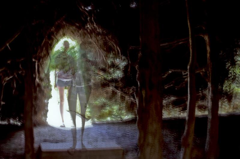 Série «Instants» Distance 13 Aout, 2014, 3 tirages argentiques transparents, caisson bois retro-éclairé, 30 x 40 x 10 cm, ©Isabelle Millet